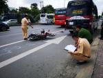 Bị xe khách cán qua người, con trai 11 tuổi tử vong, mẹ nguy kịch