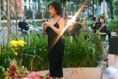Mai Phương Thuý, Phi Thanh Vân bị chê vì mặc hở khi cúng tổ nghề