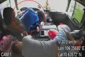 Tài xế đột quỵ, phụ xe kịp đánh lái ôtô tải vào lề