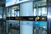 Cả trăm xe dù hoạt động tại sân bay quốc tế Nội Bài