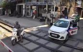 Cố tình vượt rào chắn tàu hỏa, tài xế taxi bị phạt nguội 1,6 triệu