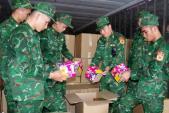 Phát hiện 500 thùng pháo lậu trong xe container chở hành tây