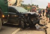 Xe bán tải và ôtô 7 chỗ nát bét đầu sau tai nạn liên hoàn