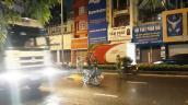 Chồng ôm thi thể vợ khóc tức tưởi sau va chạm với xe đầu kéo ở Sài Gòn
