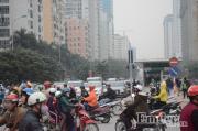 """Xe bus nhanh BRT """"kẹt cứng"""" giữa đường trong ngày đầu đi làm sau kỳ nghỉ Tết dương lịch"""