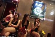 Bí mật sau những cuộc chơi thác loạn bên trong khu phố đèn đỏ ở Hồng Kông