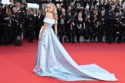 Thiên thần nội y được ví như công chúa trên thảm đỏ Cannes