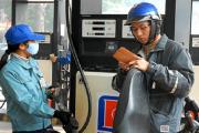 Giá xăng giảm nhẹ 124 đồng/lít