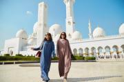Phạm Hương khoe nhan sắc đẹp hút hồn, tỏa sáng tại Dubai