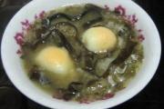 Trứng gà nấu chè: Món ăn lạ