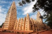 Nhà thờ Hồi giáo làm từ bùn và cây cọ ở châu Phi