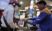 Giá xăng giữ nguyên, dầu hỏa tăng 500 đồng/lít