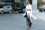 """Hoa hậu H""""Hen Niê thả dáng giữa phố với trang phục streetstyle độc đáo"""