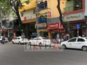 """Trùng trùng điệp điệp taxi giả chia """"lãnh địa"""" chặt chém ở Sài Gòn"""