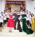 """Vợ chồng doanh nhân """"chơi lớn"""" khi mời dàn Hoa hậu, Áhậu cùng cổ vũ đội tuyển VN là ai?"""