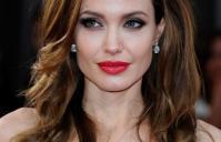 Bí quyết giúp Angelina Jolie trẻ đẹp như gái 20 sau ly hôn