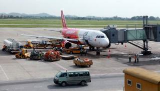 Khách mở tung cửa thoát hiểm của máy bay Vietjet