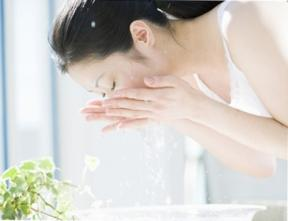 Cách rửa mặt giúp da đẹp và khỏe mạnh