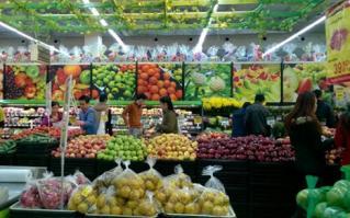 Thị trường Tết: Hoa quả, rượu bia tăng giá nhẹ