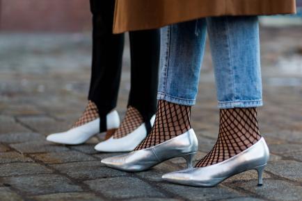 Hãy để đôi chân được thảnh thơi thư giãn với mốt giày đế thấp hot nhất thu đông 2017