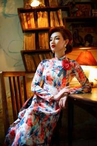 """Quỳnh Chi khoe nhan sắc """"gái một con"""" với áo dài truyền thống"""