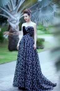 Chưa yên chuyện tình cảm, bạn gái Trường Giang tiếp tục vướng phi vụ đụng váy với Jennifer Phạm